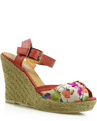 Czerwone sandały damskie na koturnie